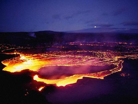 12 вулканическая лава – это магма